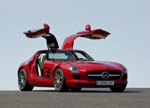 Looping d'une Mercédes SLS AMG…