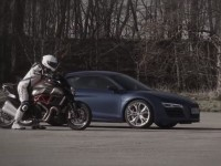 Duel : Audi R8 V10 Plus vs. Ducati Diavel