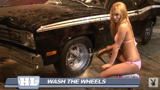 Playboy dispense un cours de Car Wash