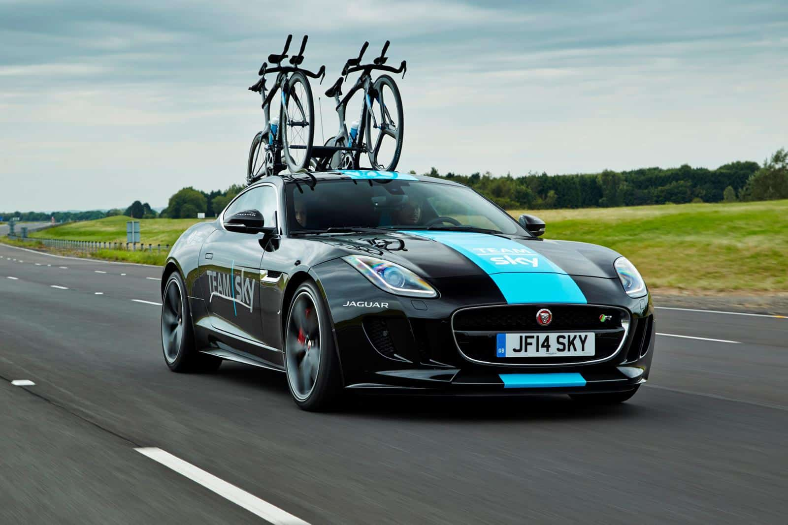 jaguar f type r coup une version tour de france d voil e. Black Bedroom Furniture Sets. Home Design Ideas